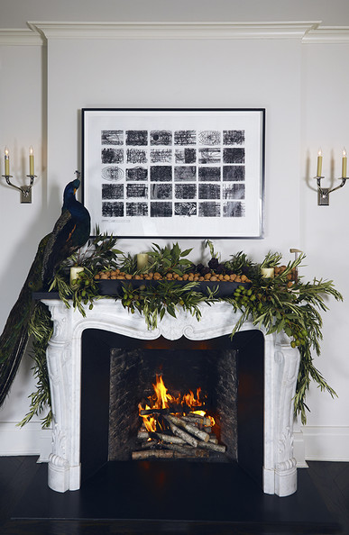 Traditional+Holiday+Decor+Carrara+marble+mantel+UXG5XlyG8RNl