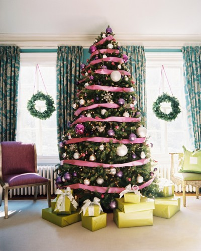 Traditional+Holiday+Decor+Christmas+tree+surrounded+LRvWMiBccMzl